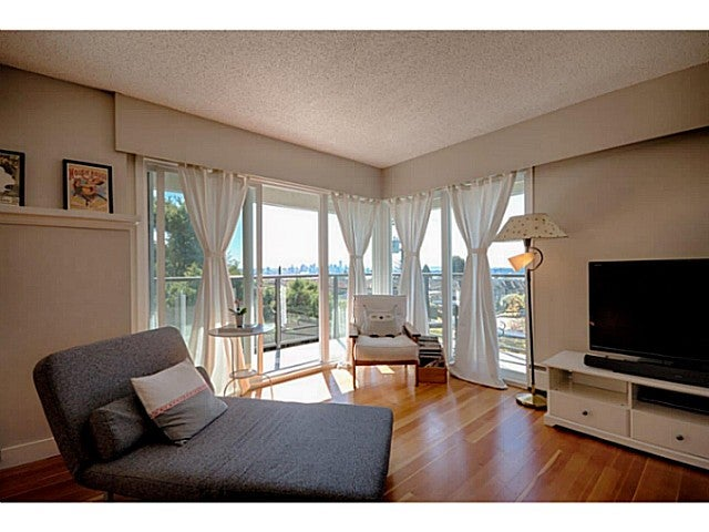 # 305 1515 CHESTERFIELD AV - Central Lonsdale Apartment/Condo for sale, 2 Bedrooms (V1084968) #1