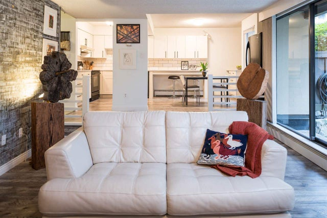 103 141 W 13 STREET - Central Lonsdale Apartment/Condo for sale, 2 Bedrooms (R2247402) #1